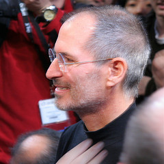 Steve-Jobs-Unveils-the-iPad-2