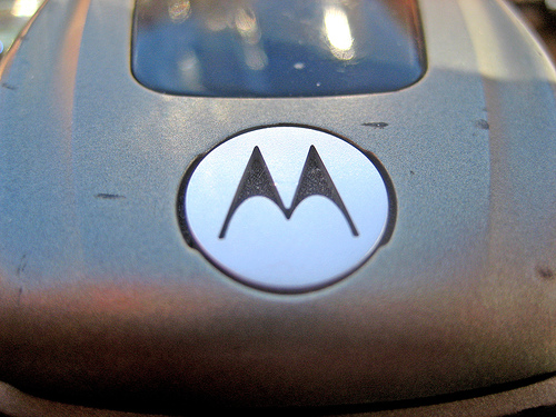Android smartphone manufacturers praise Google for announced acquisition of Motorola Mobility and the company's patent portfolio. Image: Fellowship of the Rich / Flickr (CC)
