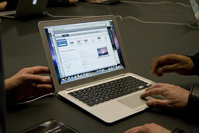 14 inch macbook air may be coming soon