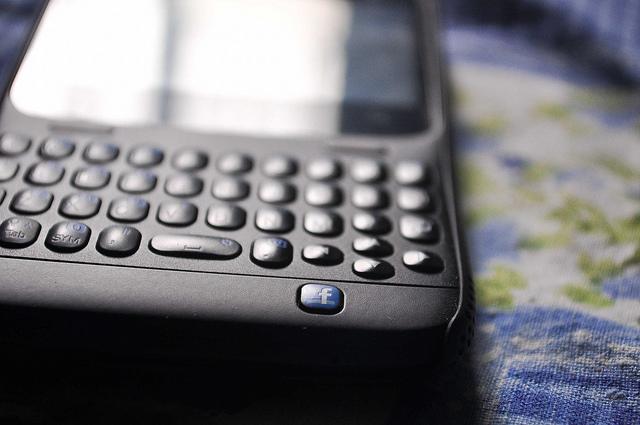 facebook-smartphone-mark-zuckerberg