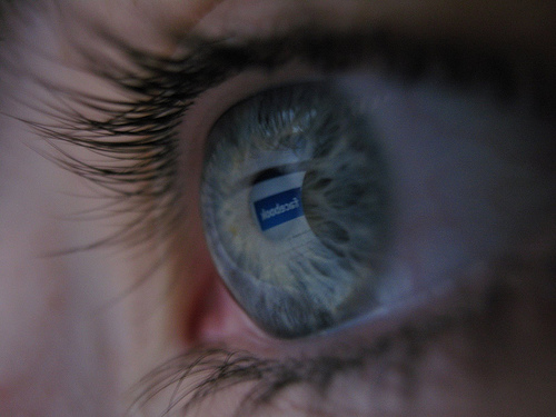Researchers study twenty individuals who are self-confessed Facebook and Twitter addicts; many of them experienced withdrawal symptoms after not logging in for a week. (Image: MrSpooning (CC) via Flickr)