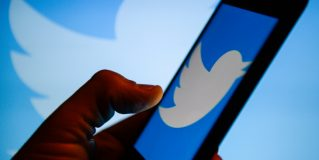 Twitter will start adding context to trends with pinned tweets